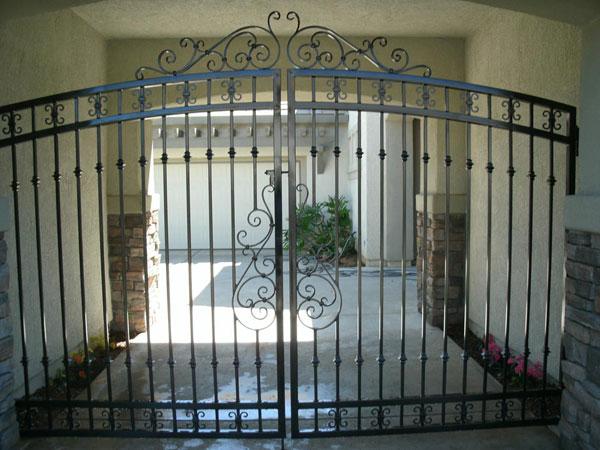 Iron Driveway Gate - Oakland